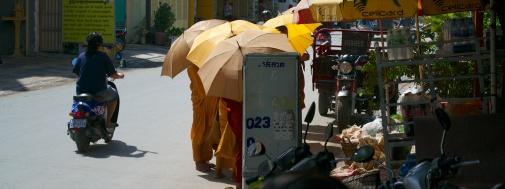 Monniken in het straatbeeld