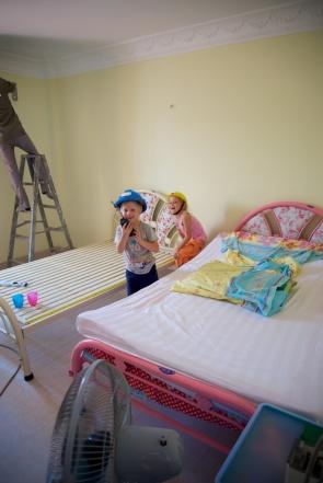 Joy en Micha in hun nieuwe kamer.