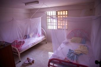 Slapen onder een muskietennet