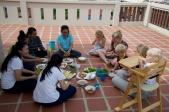 Samen eten op het balkon