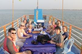 Op de rivier bij Phnom Penh met vrienden